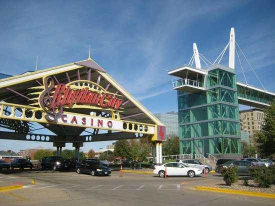 Casino hotels in davenport iowa players riverboat casino paducah