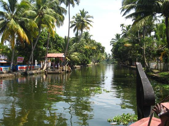 Lakes & Lagoons Tour Company India Tours