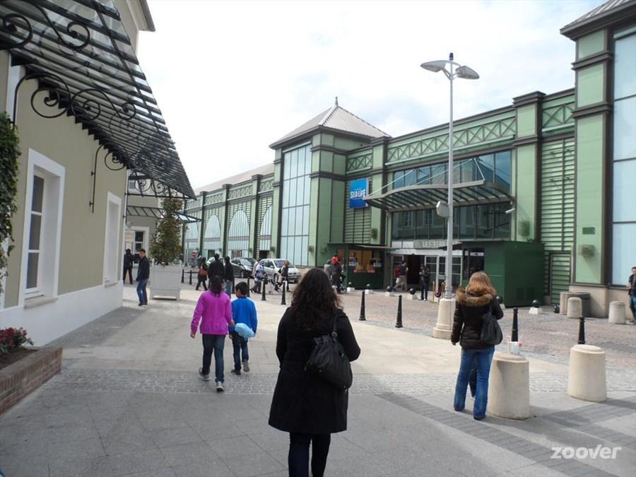 Centre Commercial Espace 436 14 cours du Danube Serris france Shopping