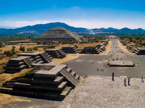 Experience Mexico City Teotihuacan Pyramids By Metro And Dinner With A Local Family Tripgrab Com